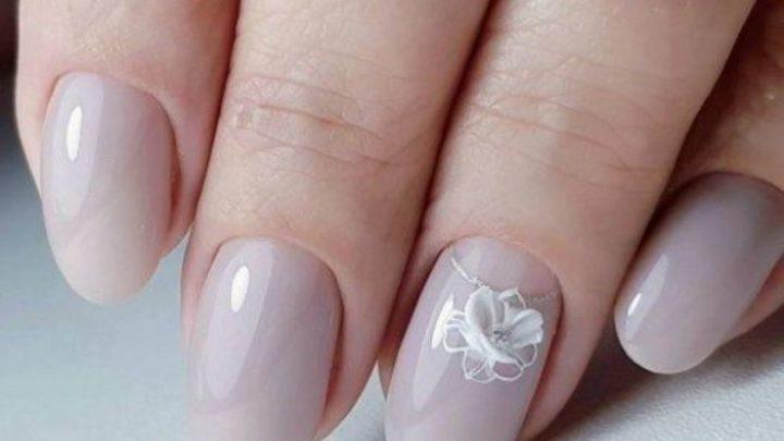 Двадцать лучших вариантов дизайна ногтей для королевского маникюра.